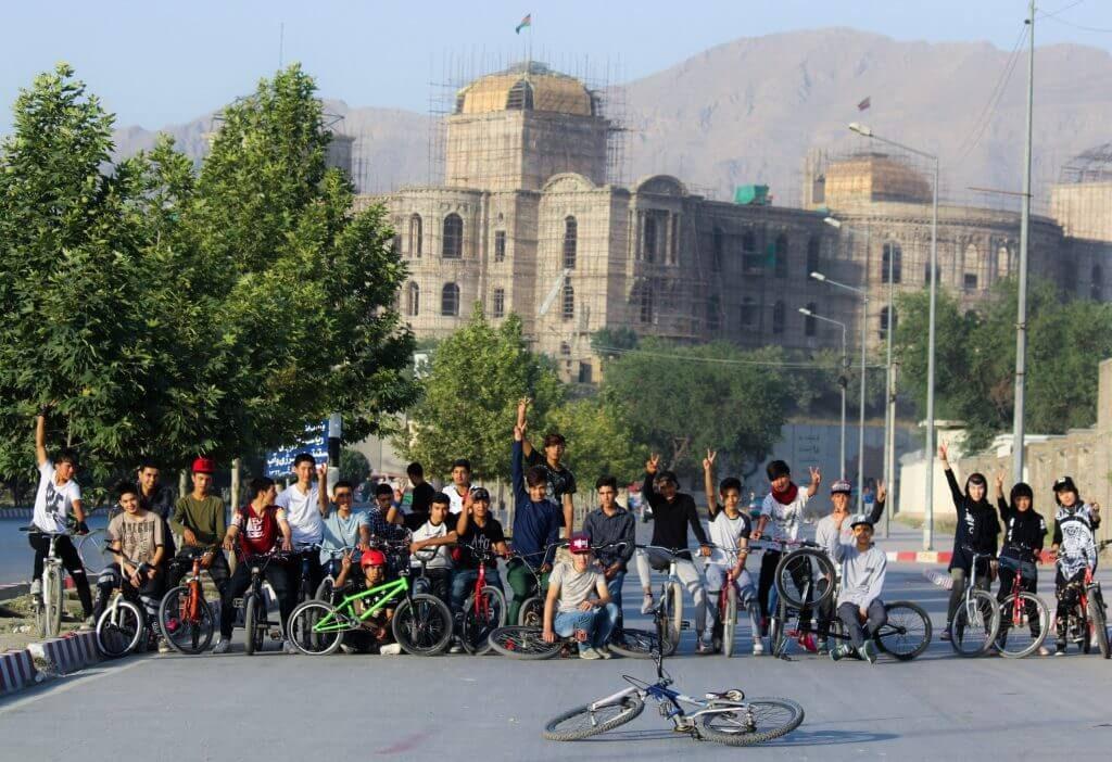 Kinder aus Kabul Afghanistan mit Fahrrädern von Drop and Ride