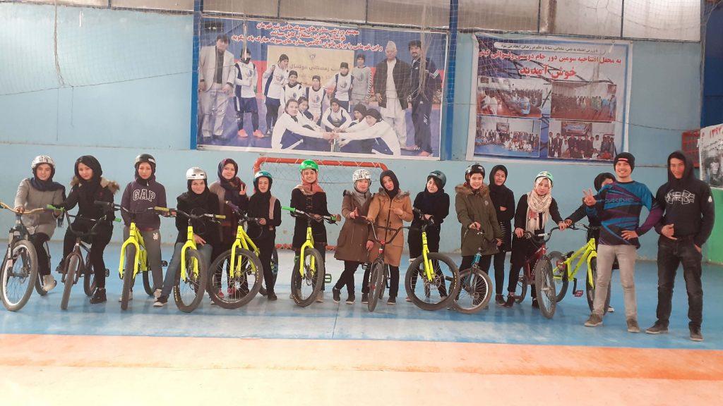 Mädchen von Drop and Ride