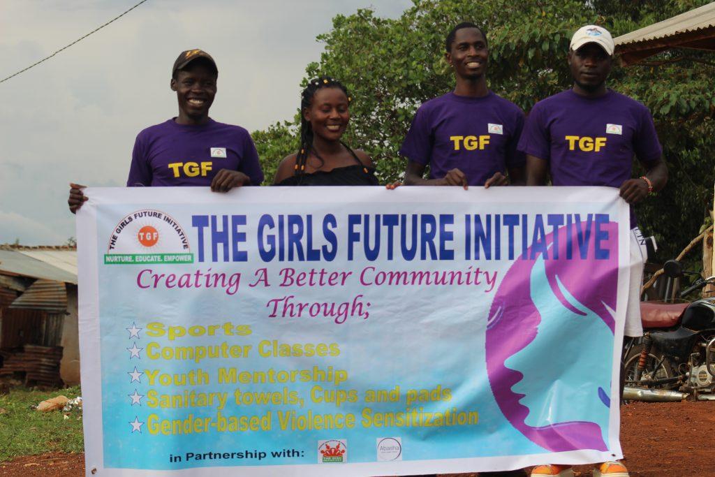 4 Mitglieder von The Girl's Future halten ein Banner mit ihren Zielen